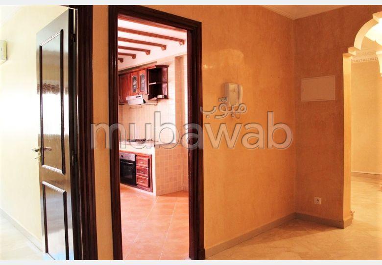 Encuentra un piso en alquiler en Guéliz. 3 Estudio. Terraza y ascensor.