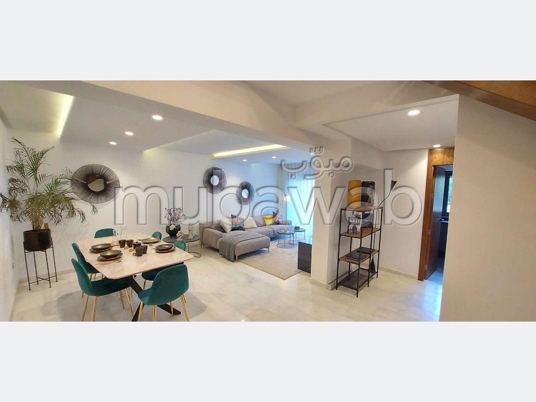 بيع شقة بفيرم بروطون حي الراحة. المساحة 133 م². مكيف للهواء وحوض للسباحة.