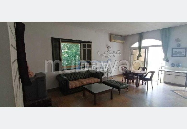 شقة للكراء ب قرطاج. المساحة الكلية 190 م². إقامة محروسة.