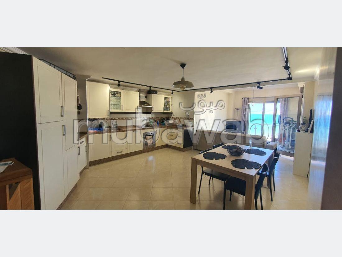 Piso en venta en Malabata. 2 Hermosas habitaciones. Con garaje y ascensor.