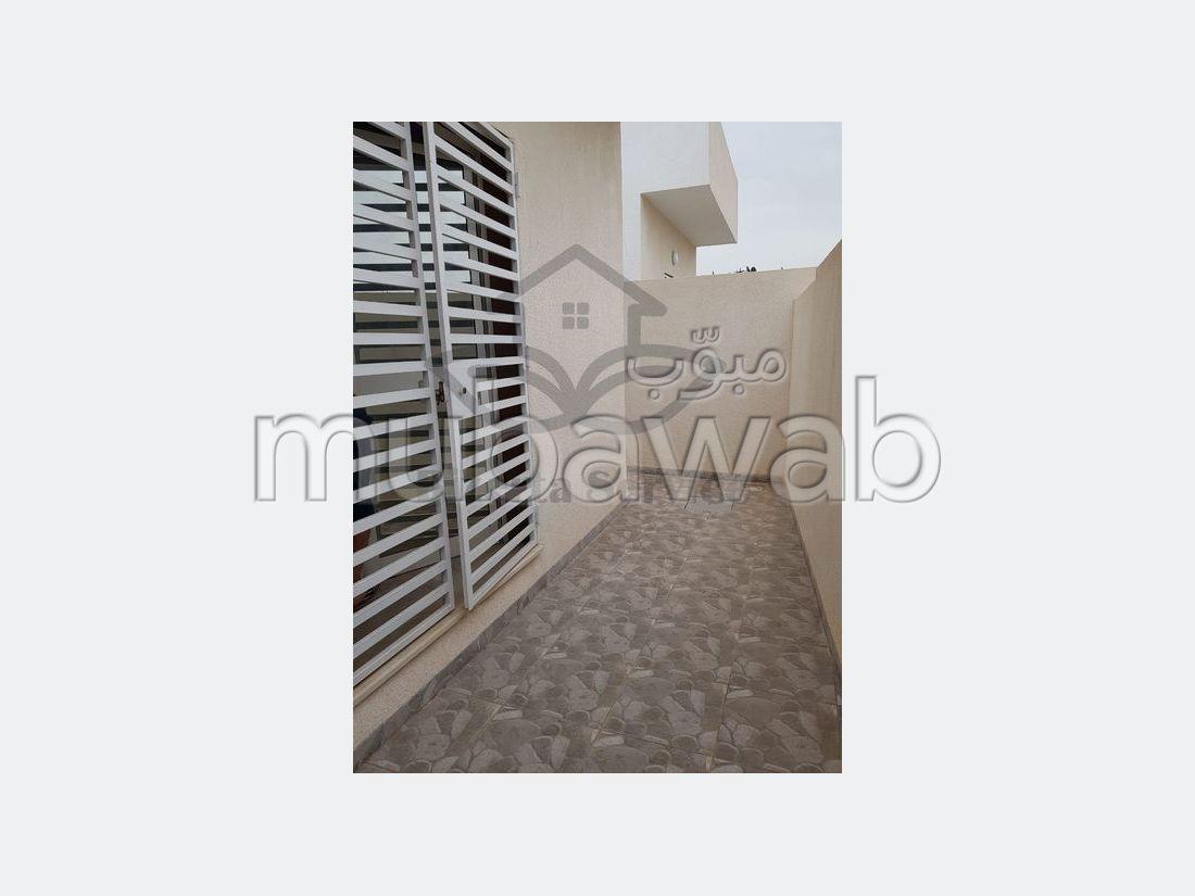 منزل رائع للبيع ب بنزرت. 3 قطع كبيرة. شرفة مشرقة.