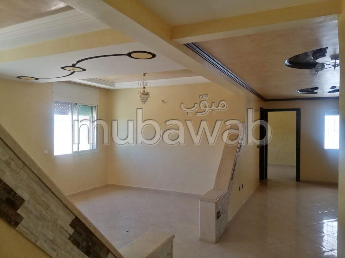 Bonito piso en venta en La Ville Haute. Pequeña superficie 178 m². Con ascensor y terraza.