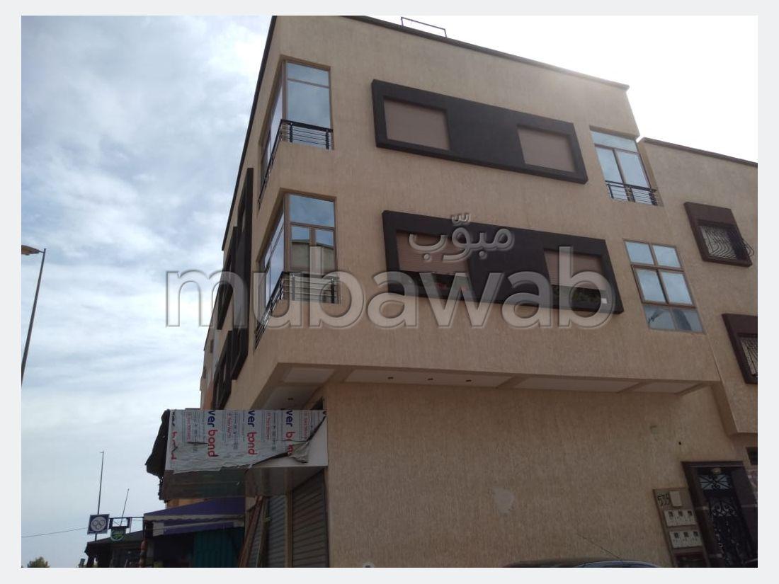 Appartement à l'achat à Bir Rami Ouest. Superficie 94 m². Grand balcon.