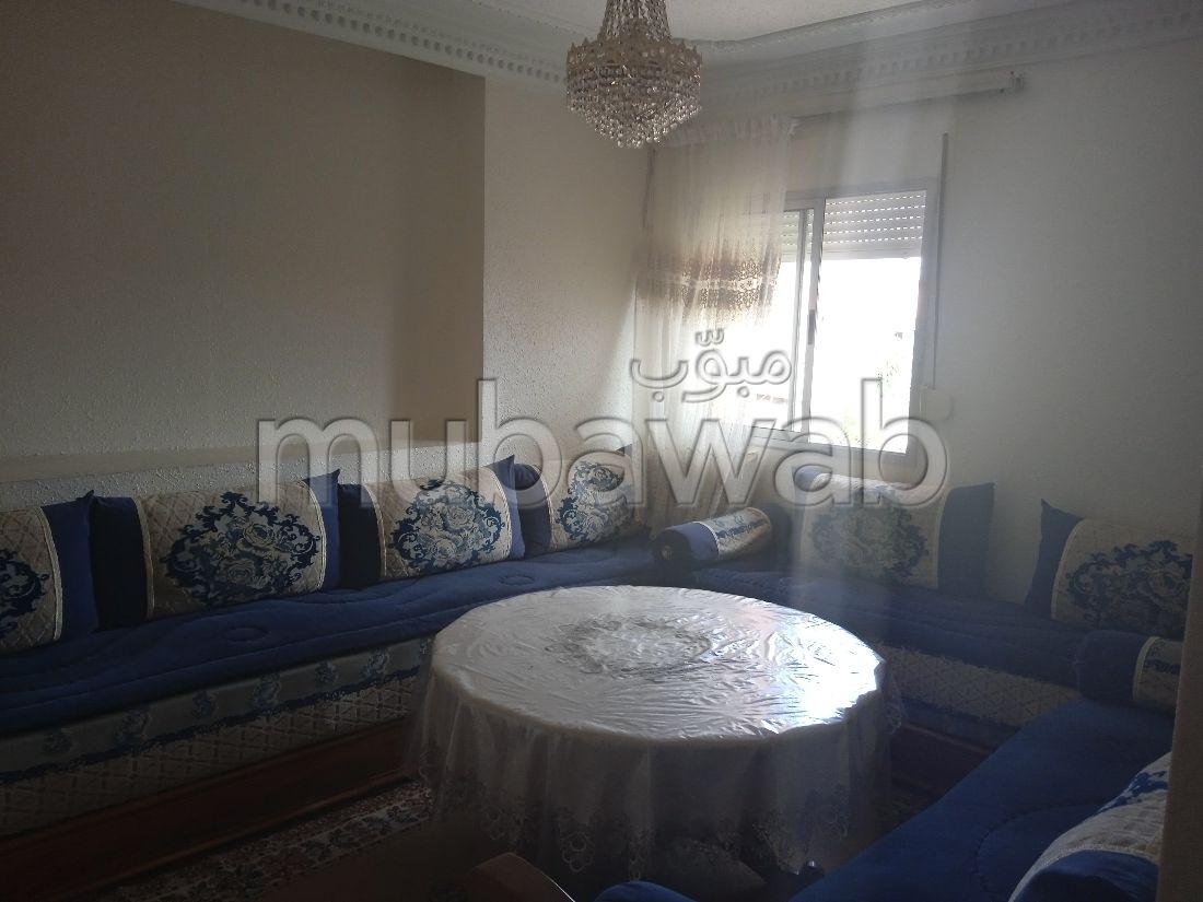 Se vende piso en Hay Chmaou. 4 Gabinete. Salón tradicional, antena parabólica general.