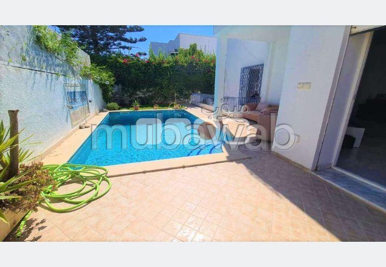 A louer une villa s5 vide avec piscine à la Marsa