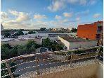 بيع شقة بوسط المدينة. المساحة الكلية 112 م². مع مصعد وشرفة.