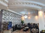 شقة رائعة للبيع ب شون كورس. 3 غرف جميلة. صالة مغربية وصحن فضائي.