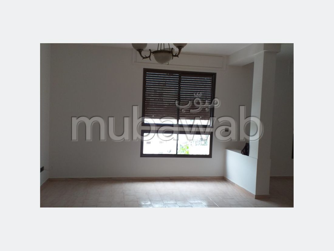 Very nice apartment for rent in Administratif. 4 Common room. Green area, Balcony.