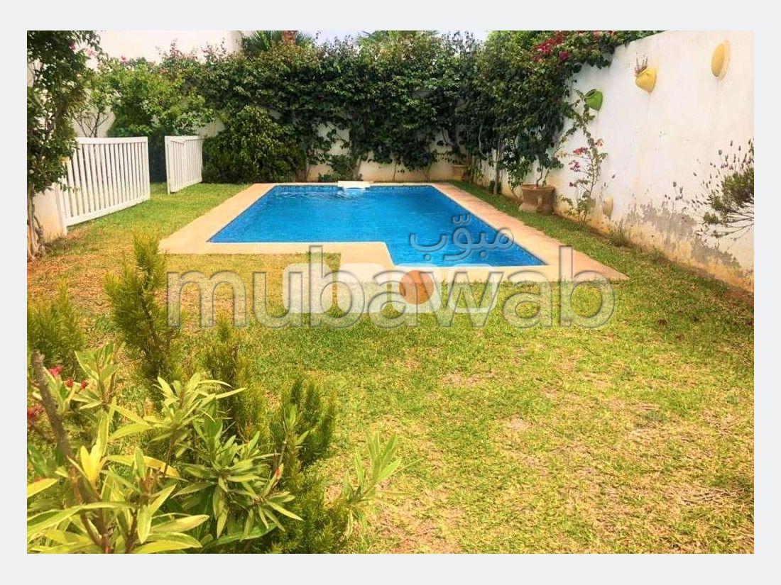 A louer une villa s5 avec piscine à Gammarth