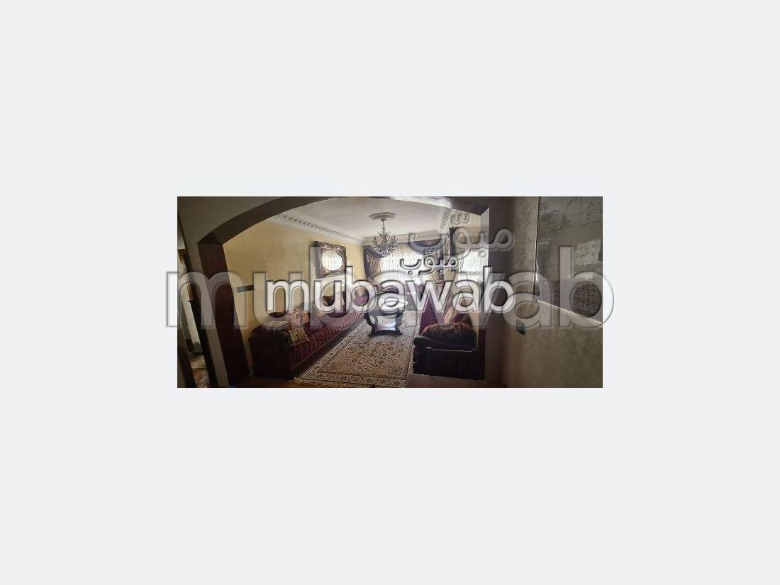 Piso en venta en Moujahidine. Gran superficie 87 m². Sala de estar tradicional marroquí, barrio seguro.
