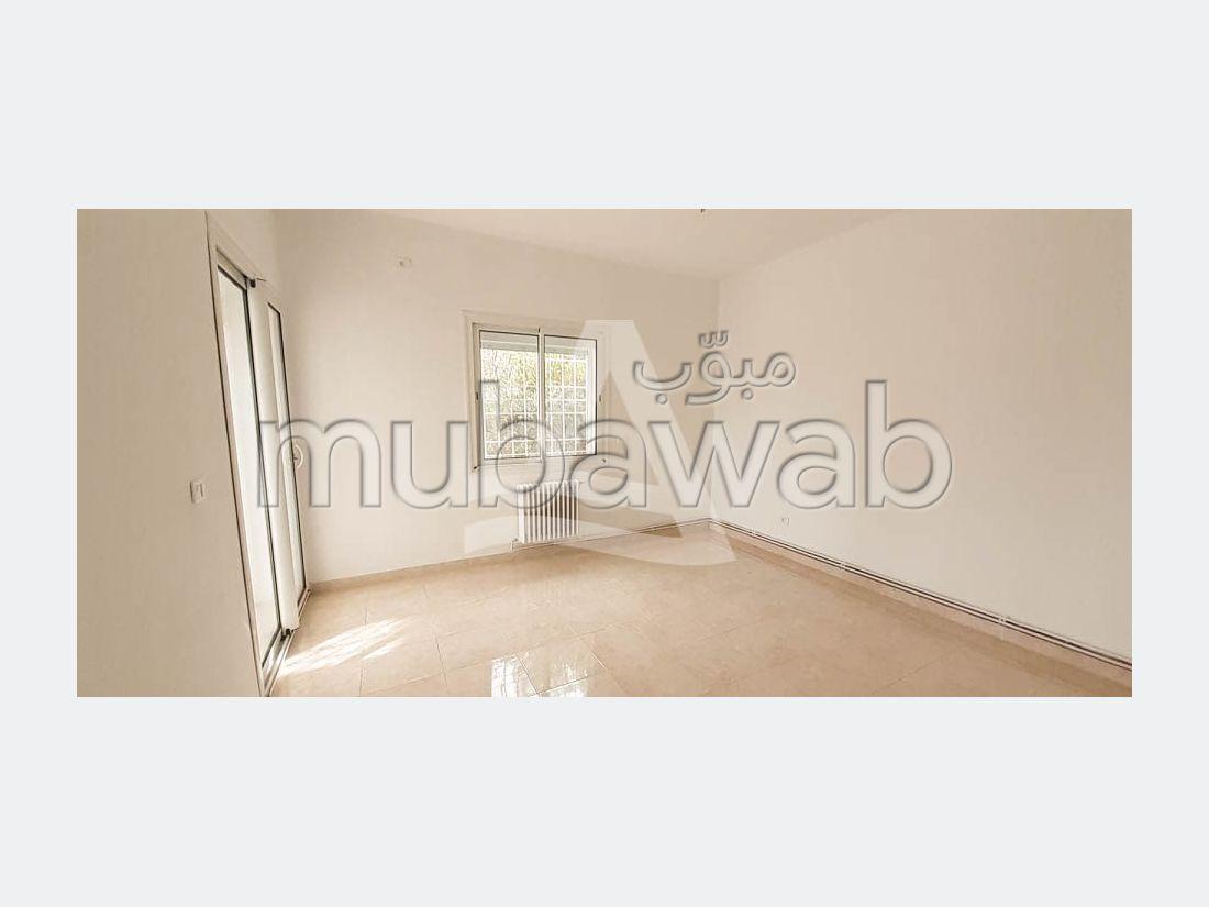 شقة للكراء ب قرطاج. المساحة 200 م². نظام تكييف الهواء.