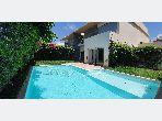 Magnifique villa à louer à Ain Diab Extension. 4 chambres agréables. Piscine et jardin