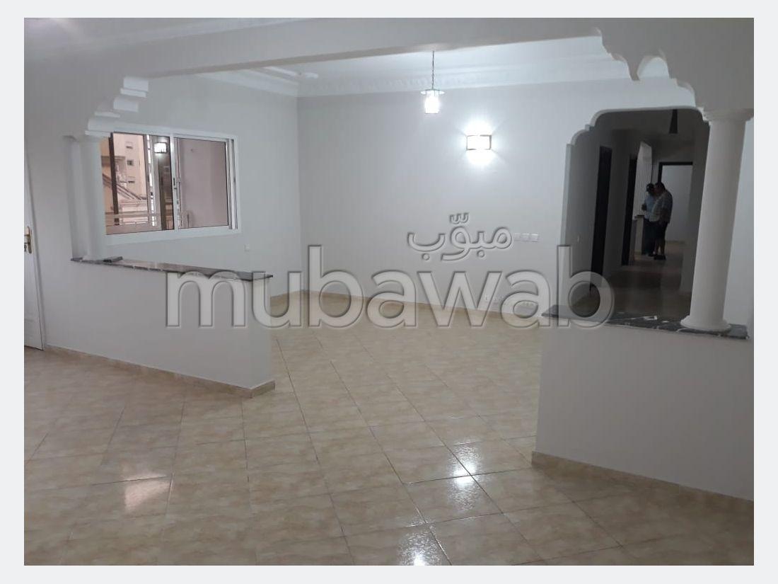 Bonito piso en venta en Maamora. 3 Hermosas habitaciones. Salón marroquí, seguridad.