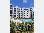 Se vende piso en Souissi. 4 Sala común. propiedad con piscina, aire condicionado integrado.