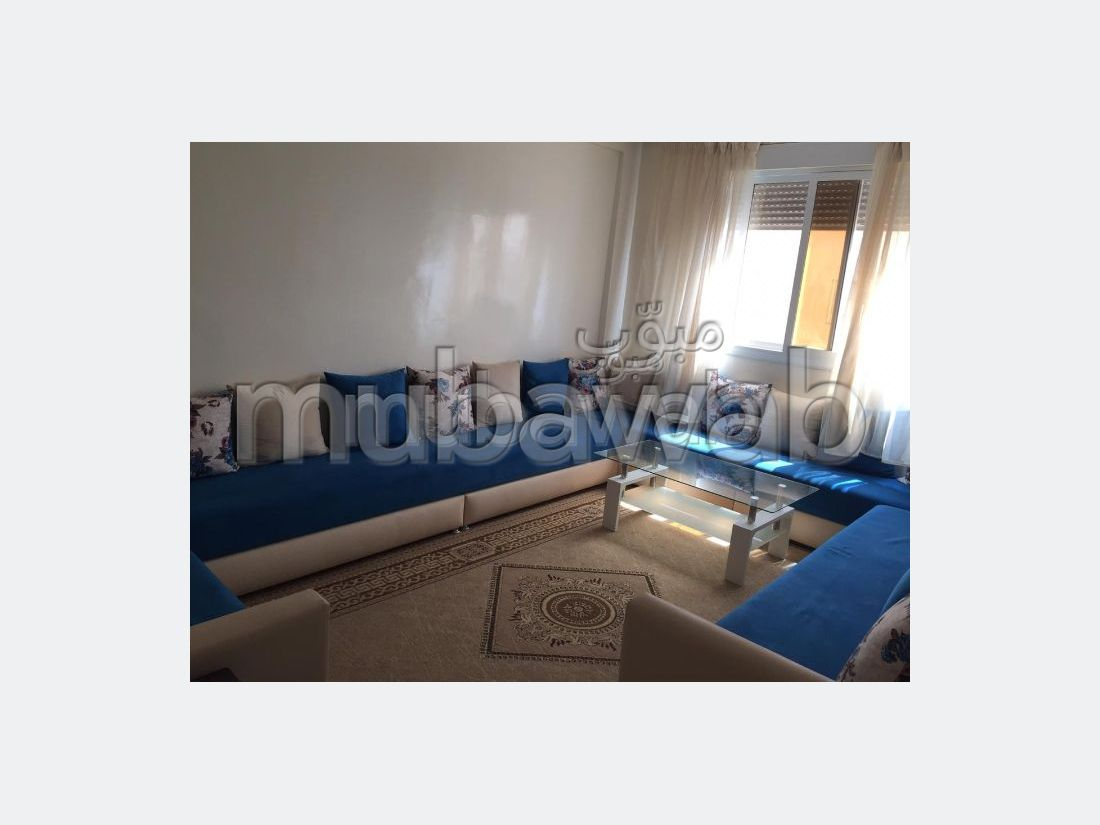 Appartements à louer à Guéliz. Surface totale 76 m². Tout confort avec cheminée et climatisation.