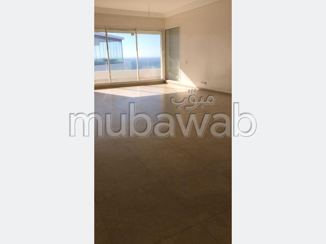 Se vende piso en Malabata. 2 Bonitas habitaciones. Hermosa vista al mar, doble acristalamiento.
