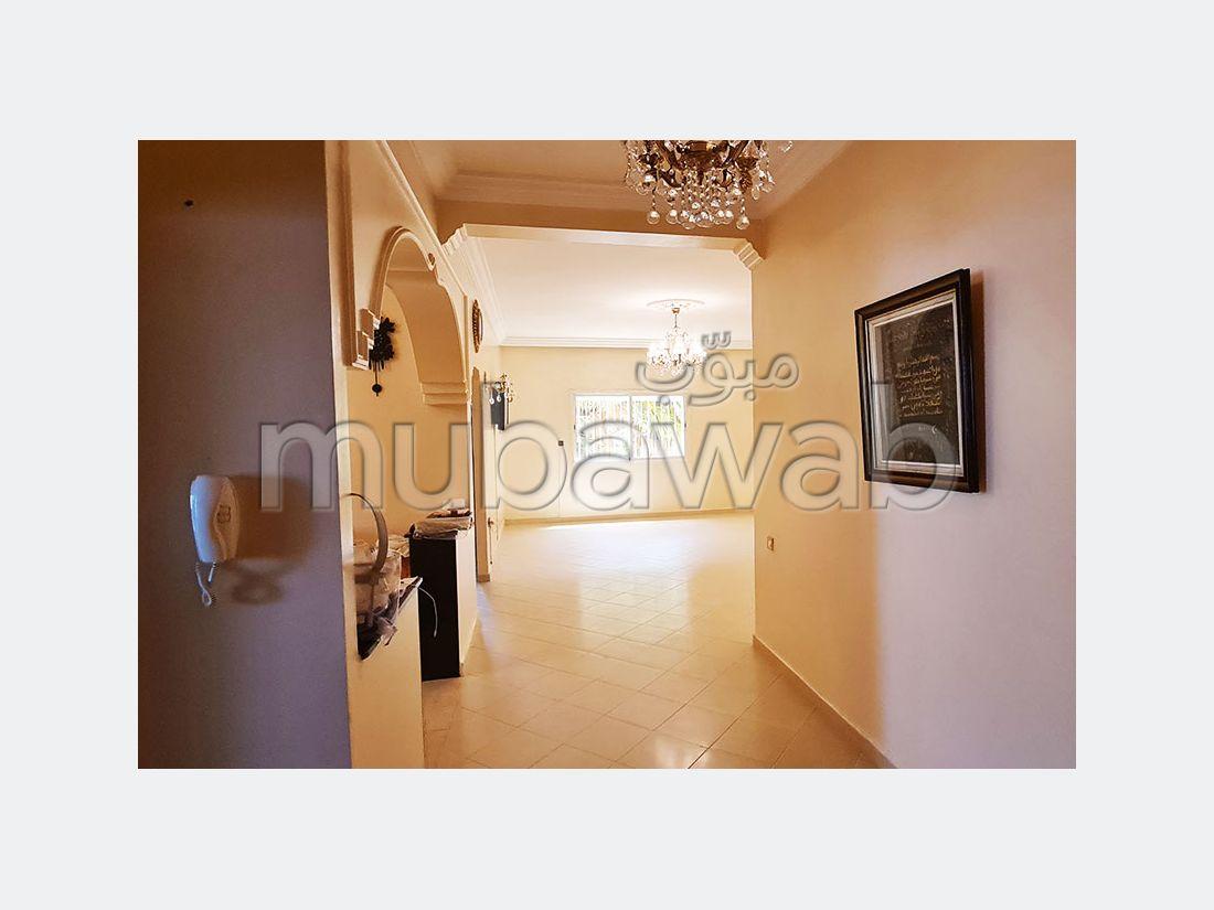 شقة للبيع ب ميموزا. 3 قطع رائعة. صالون مغربي، و خدمة الأمن والحراسة.