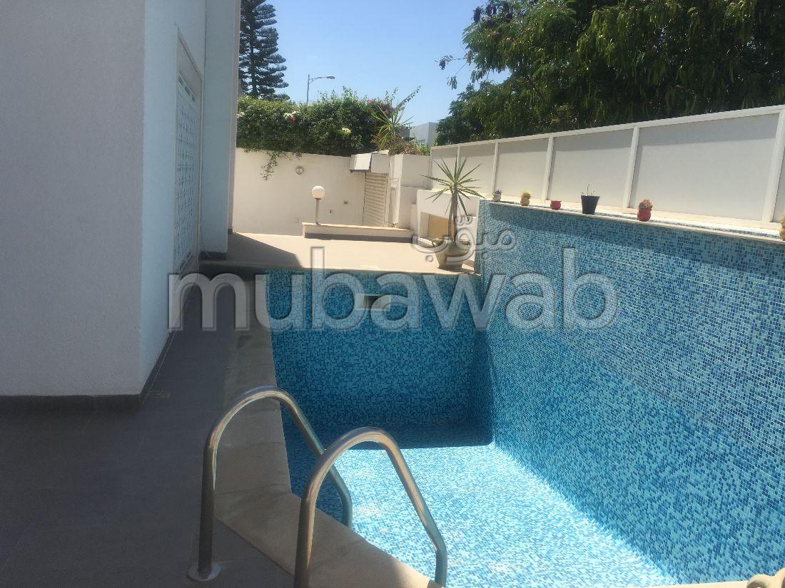 Une belle villa avec piscine