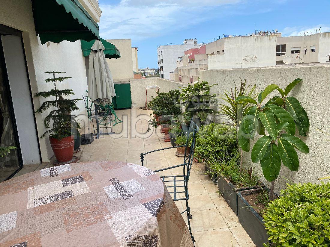 شقة رائعة للبيع ب ميموزا. المساحة الكلية 220 م². شرفة ومصعد.