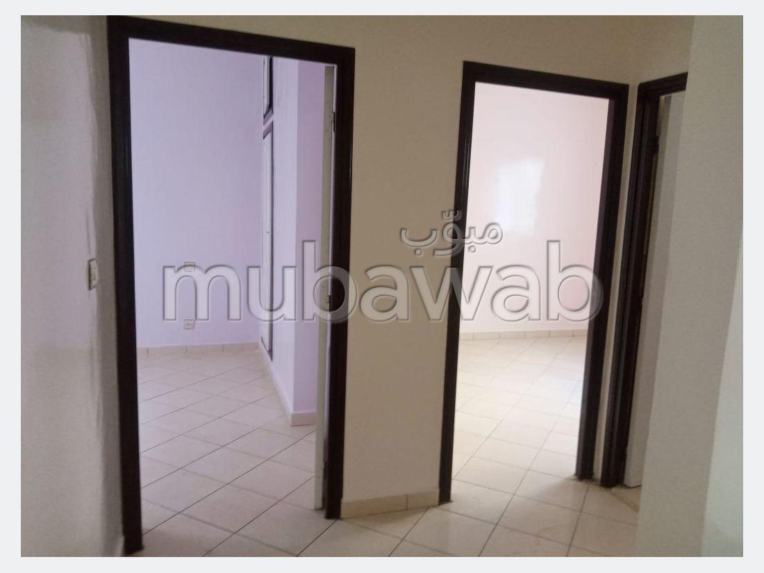شقة للبيع ب المغرب العربي. 2 غرف رائعة.