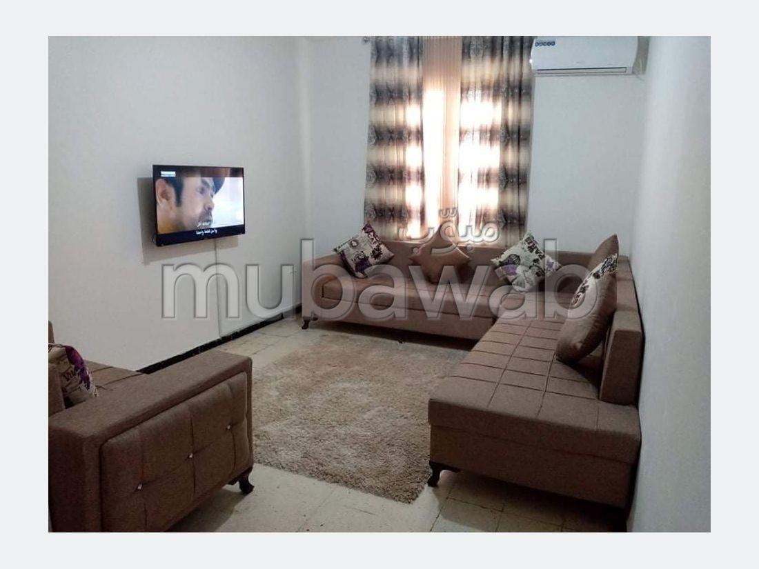 Vend appartement à Ksar Said. Surface totale 76 m². Belle terrasse et jardin.