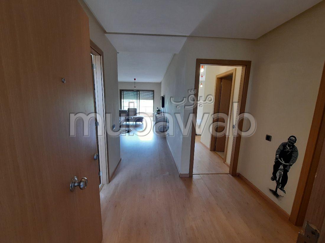 بيع شقة بطريق امزميز. المساحة الكلية 70 م². حديقة وشرفة.
