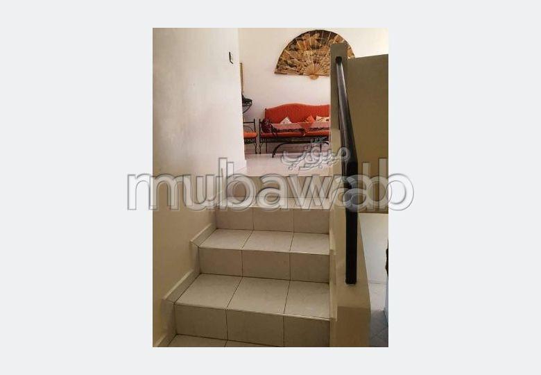 شقة جميلة للبيع ب المدينة العليا. 2 غرف جميلة. مع مصعد وشرفة.