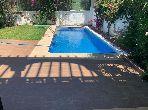 Suntuosa villa en alquiler en De La Plage. Área total 360 m². Puerta pesada, sistema de plato general.