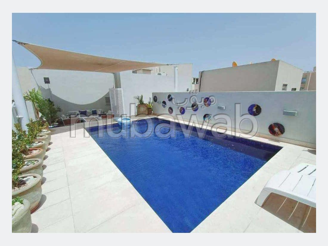 Un beau penthouse meublé avec piscine
