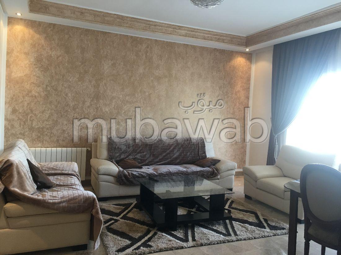 Un beau appartement luxueux meuble