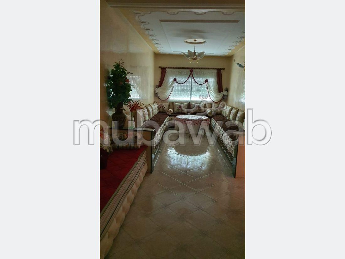 Busca pisos en venta en Zouagha. 4 Hermosas habitaciones. Puerta blindada, seguridad implementada.