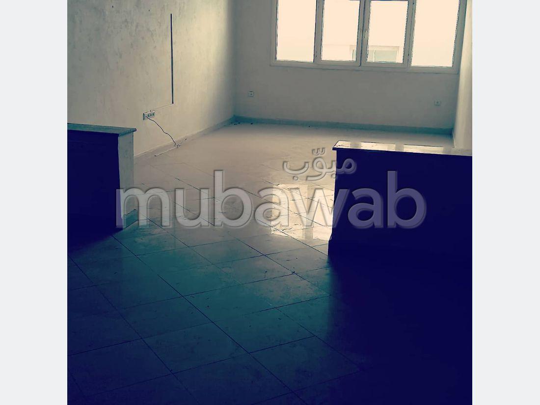 شقة رائعة للإيجار بوسط المدينة. المساحة الكلية 90 م². باب متين،إقامة محروسة.