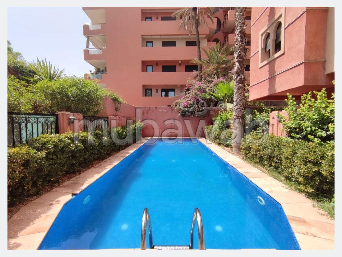 Se alquila este piso en Hivernage. Gran superficie 116 m². Servicio de conserjería, hermosa piscina.