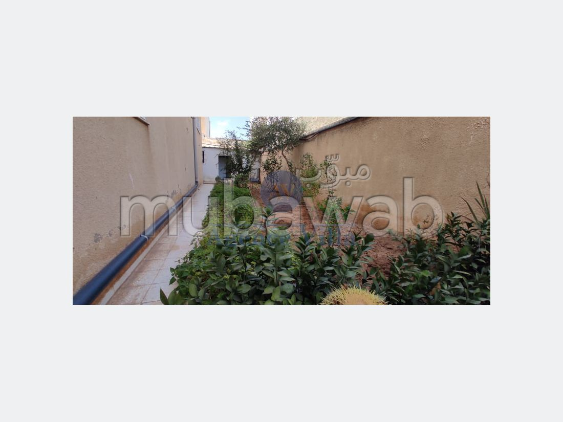A louer villa s4 avec jardin, abri de voiture A la marsa