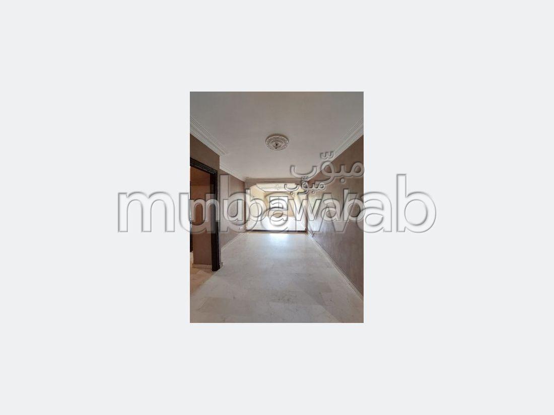 Bonito piso en alquiler en Guéliz. 3 Salas. Sin ascensor, gran terraza.
