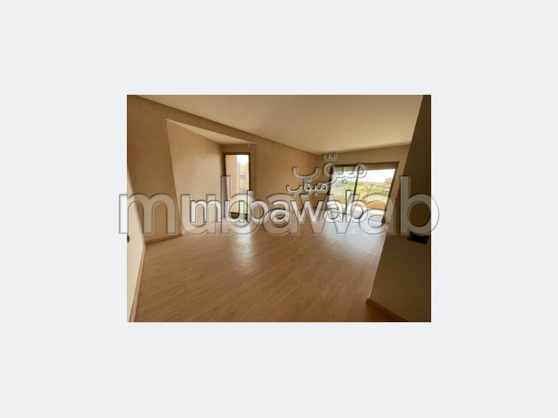 Encuentra un piso en alquiler en Agdal. 4 Sala común. Servicio de conserjería y aire condicionado.