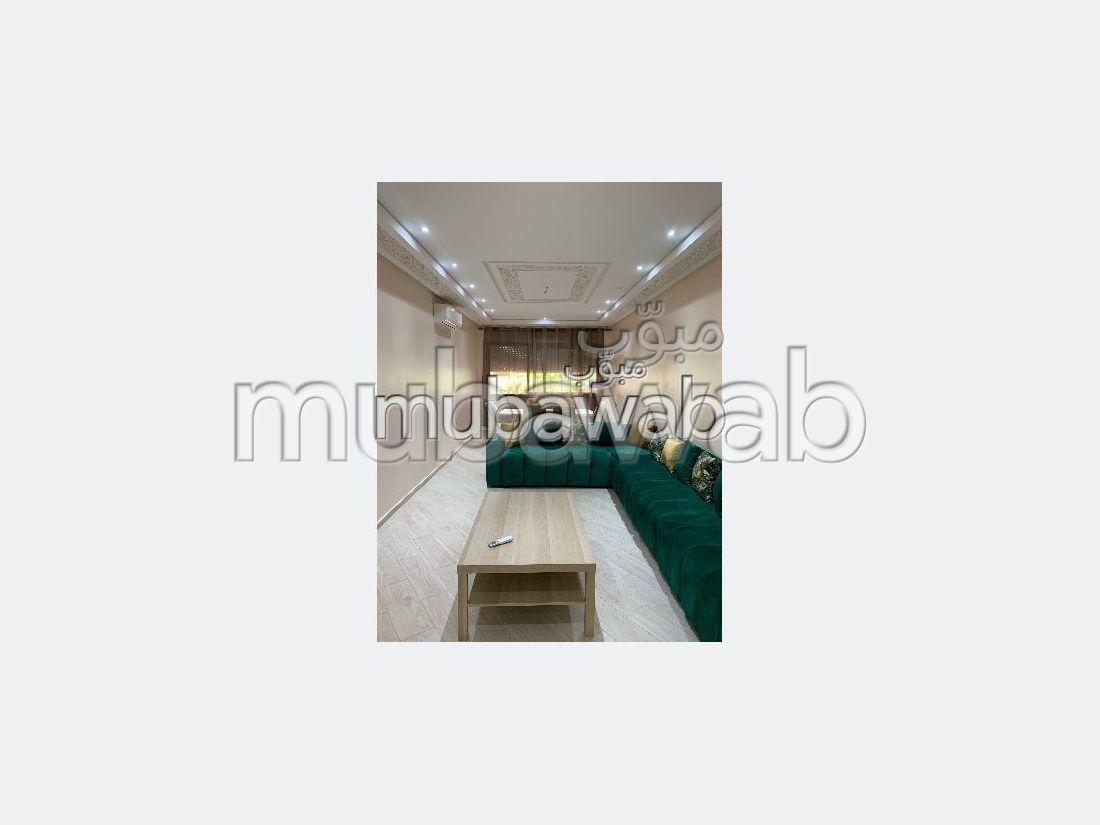 Pisos en alquiler en Centre. 4 habitaciones grandes. Conserje disponible, sistema de aire condicionado.