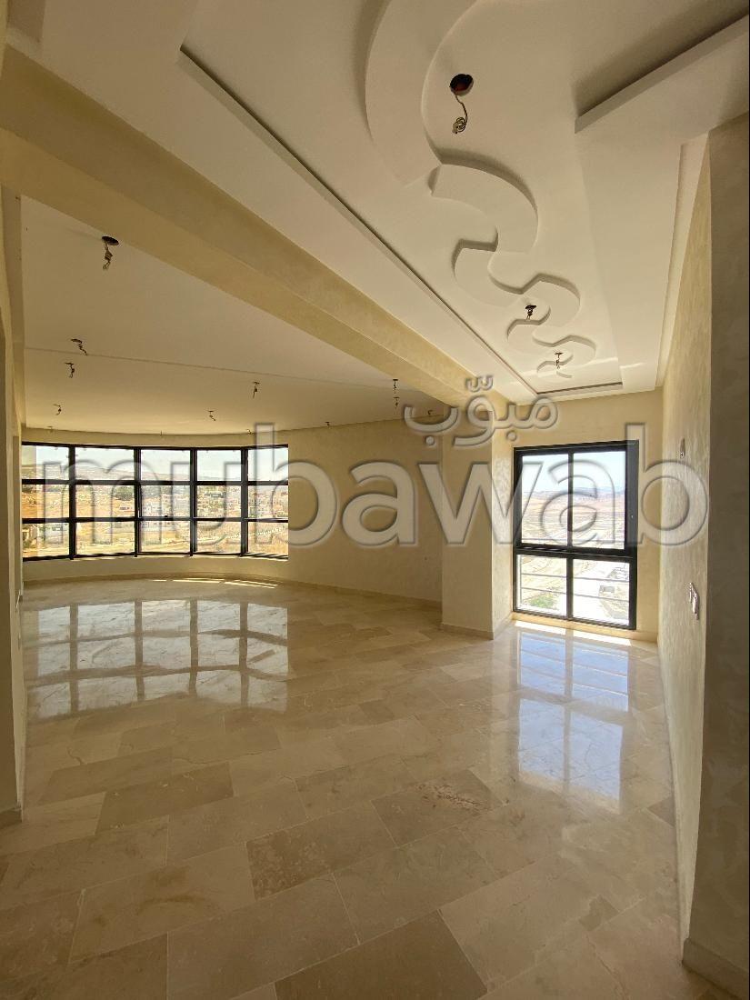 شقة جميلة للبيع ب طنجة سيتي سنتر. 3 غرف. إطلالة على  البحر وباب آمن ومتين.