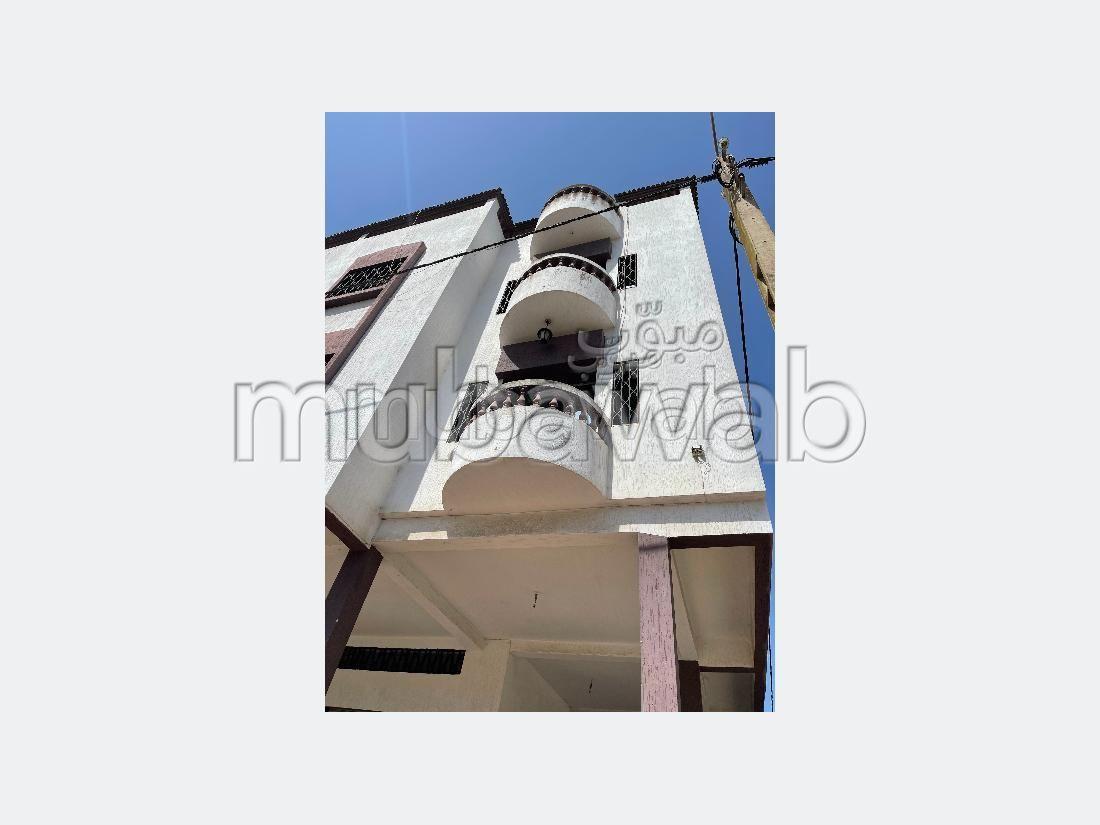 بيع منزل ممتاز ب المغرب العربي. 3 قطع رائعة. شرفة رائعة.