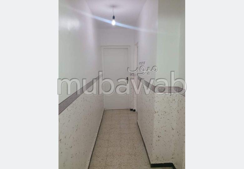 Bel appartement à vendre à Birtouta. 3 belles chambres. Antenne parabolique.