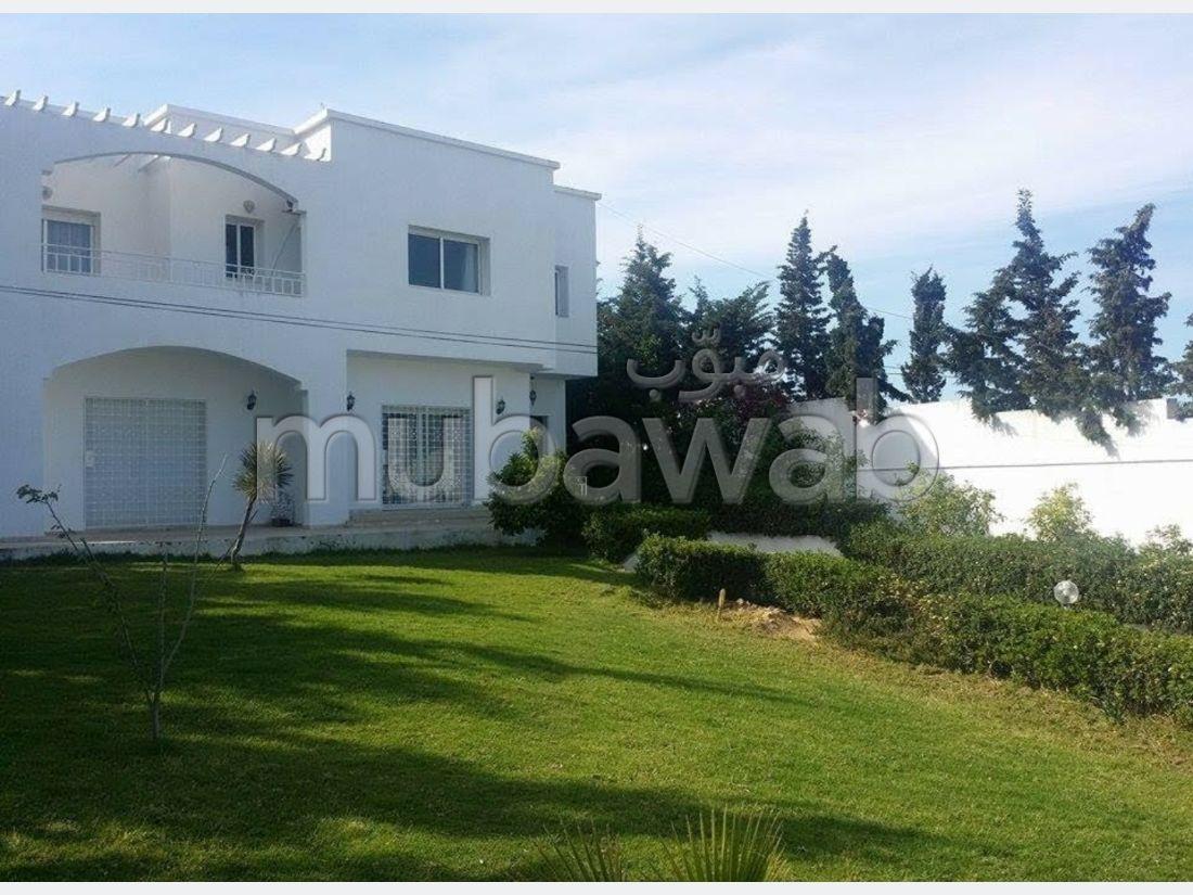 شراء منزل مميز ب الكورنيش. 4 غرف. حديقة وشرفة.