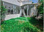 شقة جميلة للكراء ب ڨمرت. المساحة الكلية 250 م². بواب ومكيف الهواء.