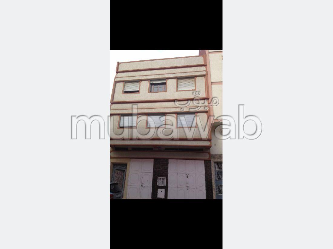 منزل رائع للبيع ب حومة الدراوة. المساحة 350 م². باب متين ، صالة مغربية تقليدية.