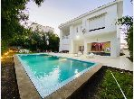 High quality villa for sale in Centre. 8 Dormitory. Parking spaces and beautiful garden.