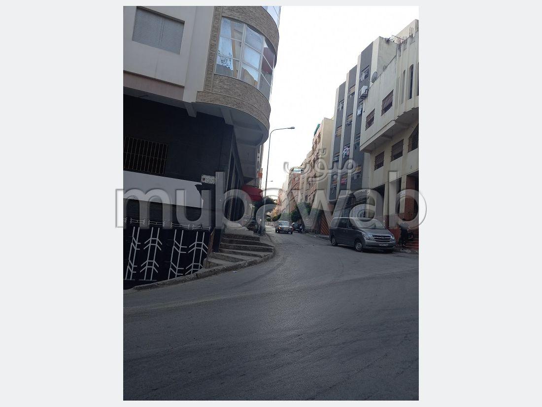 بيع منزل ب الدريسية. 6 قطع كبيرة. باب متين ، صالة مغربية تقليدية.