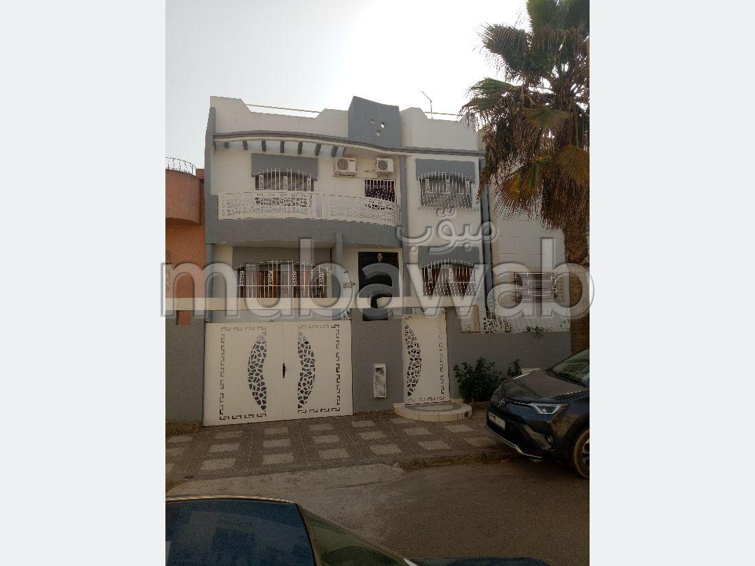 suntuosa casa en venta en Ismalia. Area 200 m². Puerta blindada y calefacción central.
