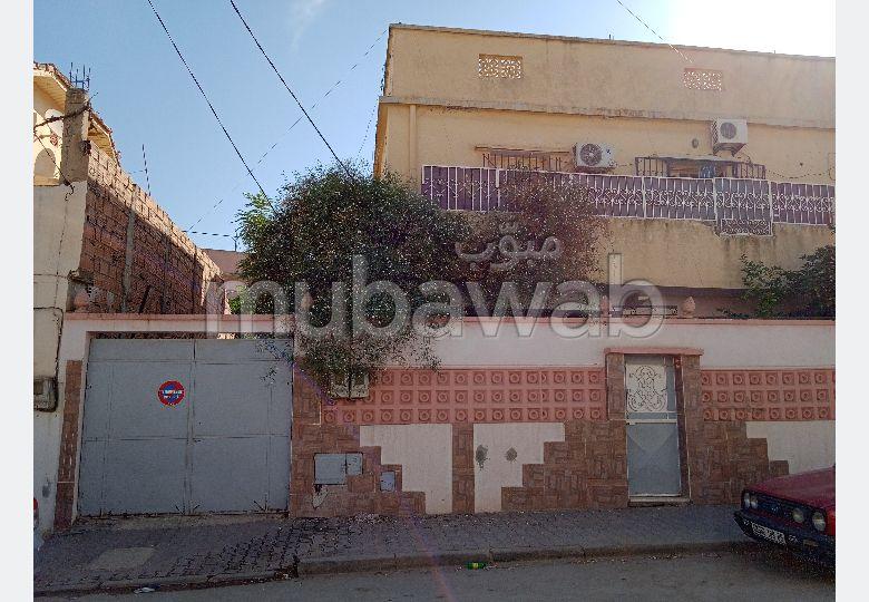 Vend appartement à Blida. Surface totale 370 m². Garage et terrasse.