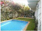 منزل ممتاز للبيع بعين الذياب. المساحة الكلية 500 م². مسبح ، مكيف هواء.