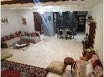 شقة للشراء ب شون كورس. 2 قطع. صالة تقليدية ونظام طبق الأقمار الصناعية.