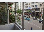شقة للبيع بوسط المدينة. المساحة 171 م². صالون مغربي، و خدمة الأمن والحراسة.